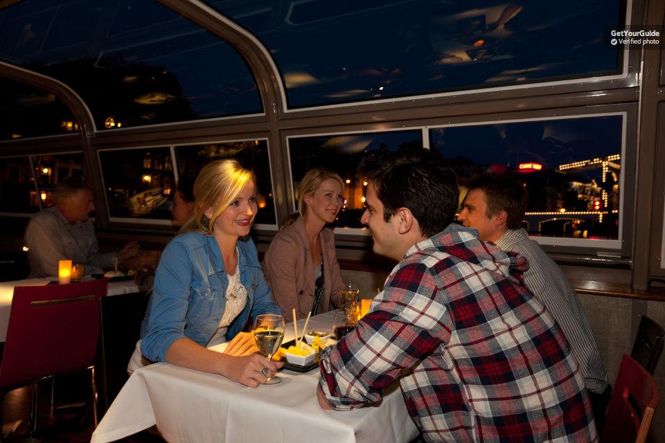 Wijn en Kaas Cruise over Amsterdamse grachten